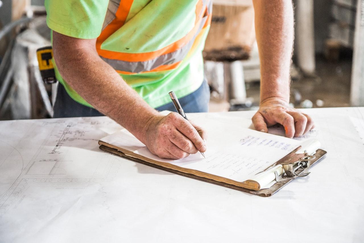 Luvanvarainen asbestikartoitus tulee suorittaa viranomaisten hyväksymien purkumenetelmien avulla.